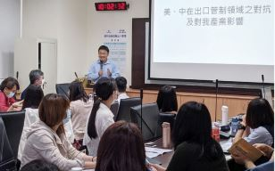 Senior Executive Officer, Bureau of Foreign Trade, Ministry of Economic Affair, Zhi-Song Zhang, Has Enthusiastic Exchange with Companies' Representatives.
