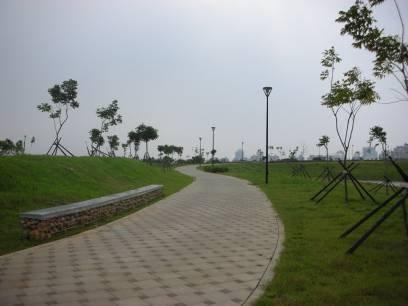 水堀頭公園蜿蜒的自行車道